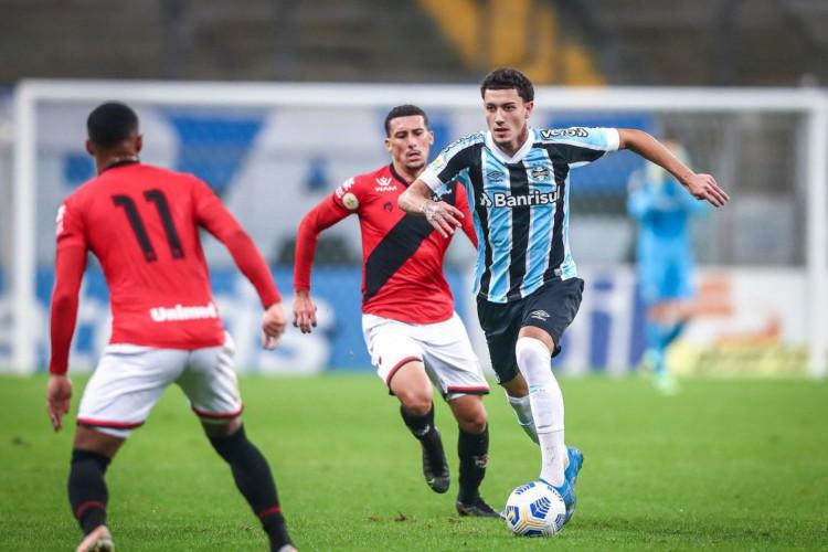 Grêmio perde em casa para o Atlético-GO e segue em último (Foto: )