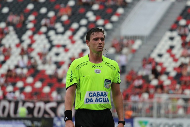 O árbitro Ramon Abatti Abel, de Santa Catarina, apitará o jogo entre Fluminense e Ceará, pela décima rodada do Brasileirão 2021 (Foto: Beto Lima/JEC)