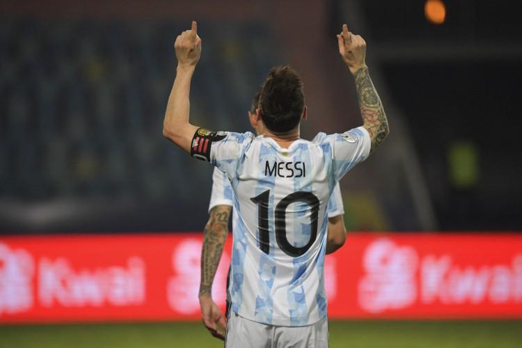 Argentina de Lionel Messi enfrenta hoje a Colômbia pela Copa América; veja onde assistir ao vivo à transmissão e qual horário do jogo (Foto: NELSON ALMEIDA / AFP)