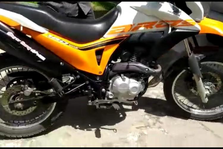 Motocicleta recuperada pela Polícia nesta segunda-feira, 5, em Morrinhos (Foto: reprodução)