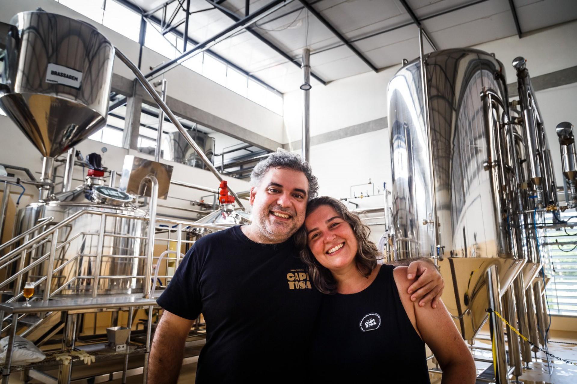 Os sócios da Cervejaria Capitosa, Carol Zilles e Fernando Chaves
