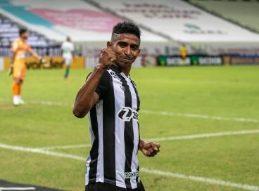 Lateral-direito Buiú comemora no jogo Ceará x Juventude, na Arena Castelão, pelo Campeonato Brasileiro Série A