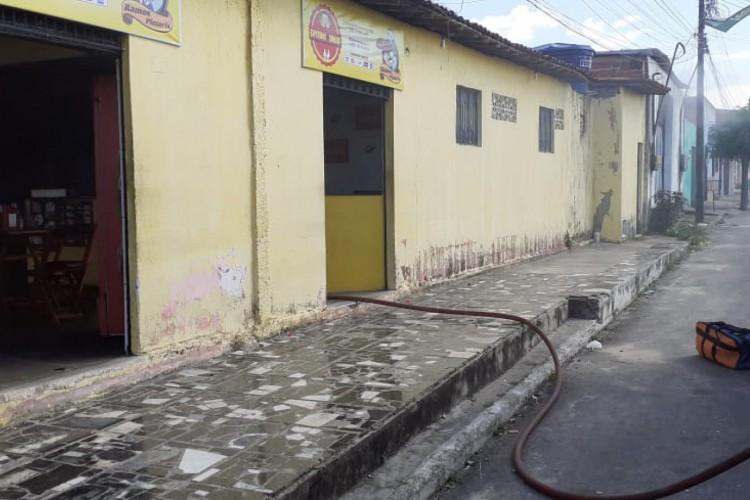 O fogo foi controlado em 10 minutos, restando o calor e fumaça para dissipar (Foto: Divulgação/CBMCE)