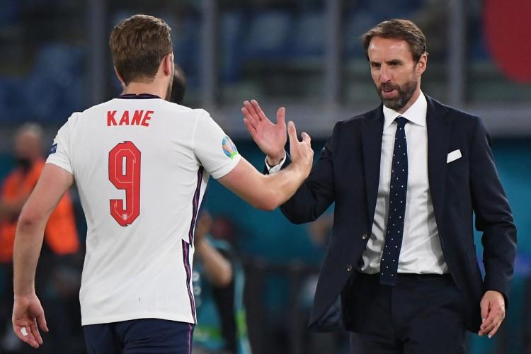 Entre os jogos de hoje, quarta, 7 de julho, Inglaterra enfrenta a Dinamarca, pela Eurocopa (Foto: ALBERTO LINGRIA / POOL / AFP)