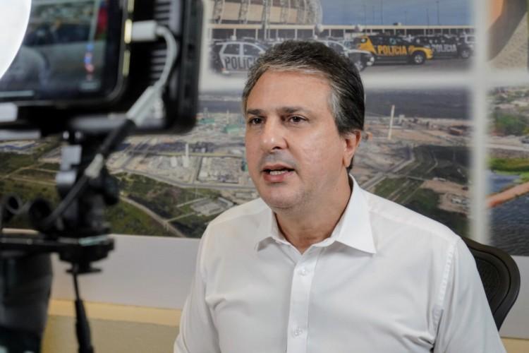 O governador do Ceará, Camilo Santana (PT) sancionou nessa terça-feira, 6, a lei que garante o pagamento da taxa de inscrição do Enem 2021 (Foto: Carlos Gibaja/Divulgação)