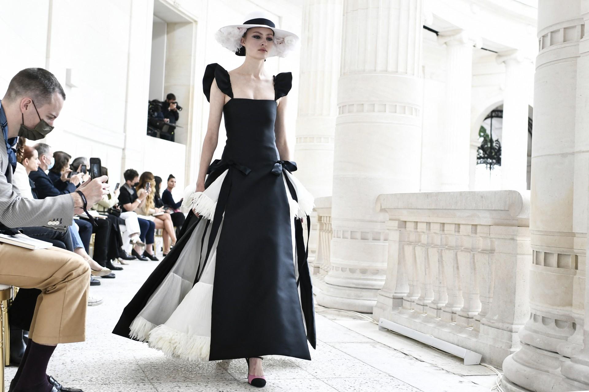 Chanel e Dior voltam às passarelas na Semana de Alta-Costura de ParisChanel  e Dior voltam às passarelas na Semana de Alta-Costura de Paris   Vida &  Arte - O POVO - Notícias