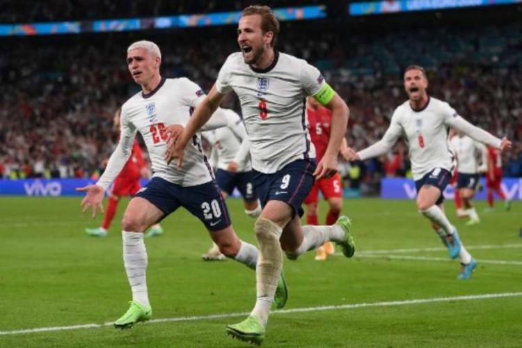 A Inglaterra venceu a Dinamarca por 2 a 1 com gol na prorrogação e está na final da Euro 2020 (Foto: Laurence Griffhts/AFP)