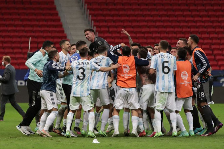Com vitória nos pênaltis, Argentina alcança final da Copa América (Foto: )