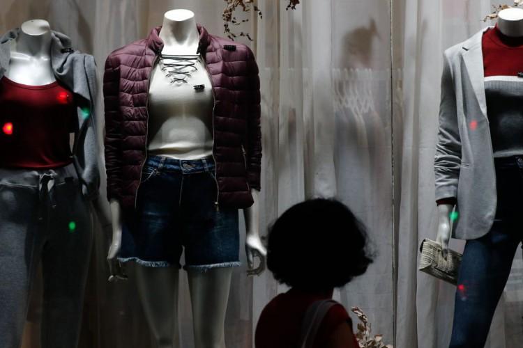 Rio de Janeiro - Vitrine de roupas em loja de rua, comércio no Centro do Rio. (Fernando Frazão/Agência Brasil) (Foto: Fernando Frazão/Agência Brasil)