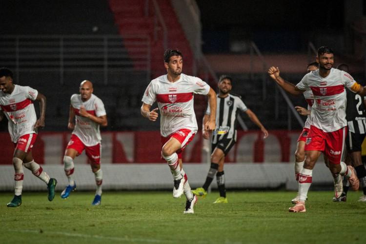 Série B: CRB vira para cima do Botafogo e entra no G4 (Foto: )