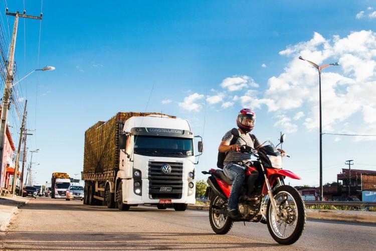 Greve dos caminhoneiros mobiliza protestos em seis estados do Brasil até as 7h30min desta segunda-feira, 26 de julho, mas adesão ao movimento ainda divide entidade (Foto: Fernanda Barros)
