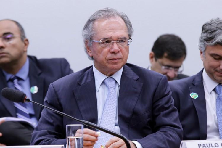Dólar poderia estar mais baixo sem ruído político, diz Guedes (Foto: )