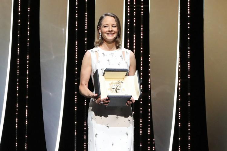 Jodie Foster recebeu Palma de Ouro honorária durante o Festival de Cannes (Foto: VALERY HACHE / AFP)