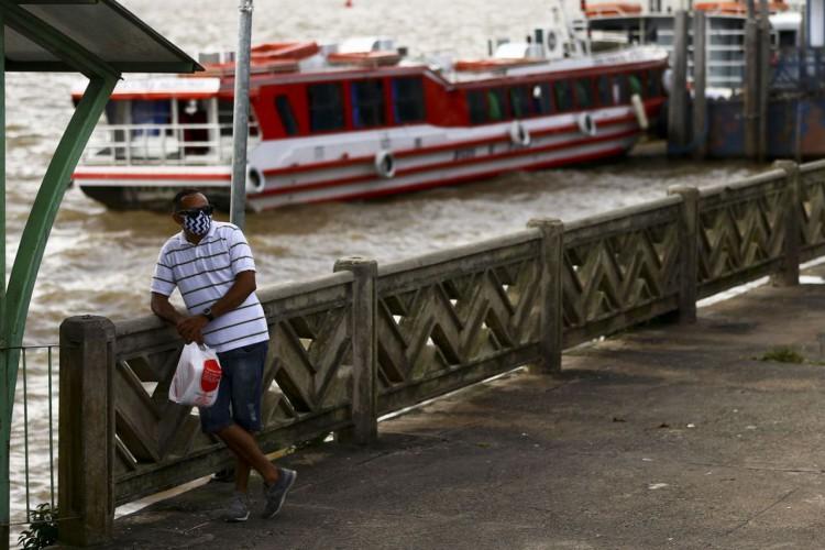 Movimentação nos terminais de embarque e desembarque de barcos em Belém. (Foto: Marcelo Camargo/Agência Brasil)