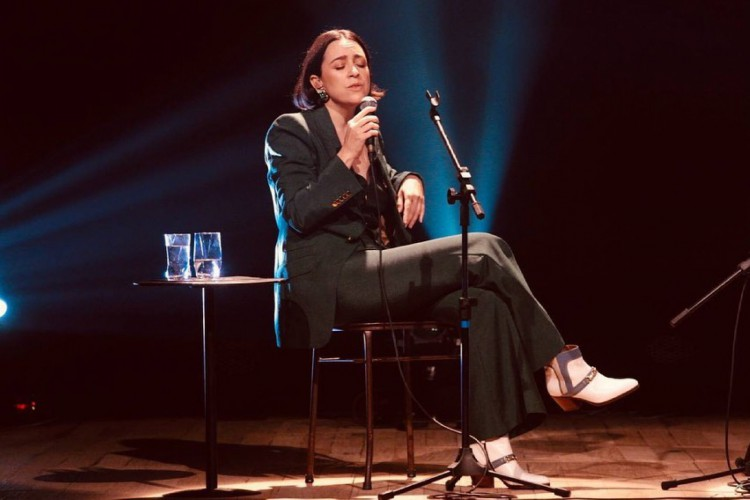 Roberta Sá se apresenta ao lado da Brasil Jazz Sinfônica neste domingo, 11 (Foto: Alice Venturi/ Reprodução/ Instagram @robertasaoficial)