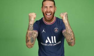 Zagueiro espanhol Sergio Ramos assinou contrato com o PSG até junho de 2023
