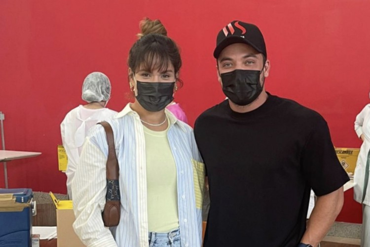 Wesley Safadão e a esposa Thyane Dantas foram vacinados no mesmo dia e local contra a Covid-19, em Fortaleza. O momento foi compartilhado nas redes sociais (Foto: Reprodução/Instagram)