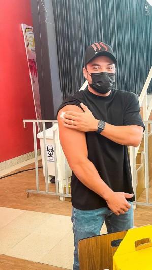 Safadão foi vacinado contra a Covid-19 e postou foto em suas redes sociais (Foto: Reprodução/Instagram)