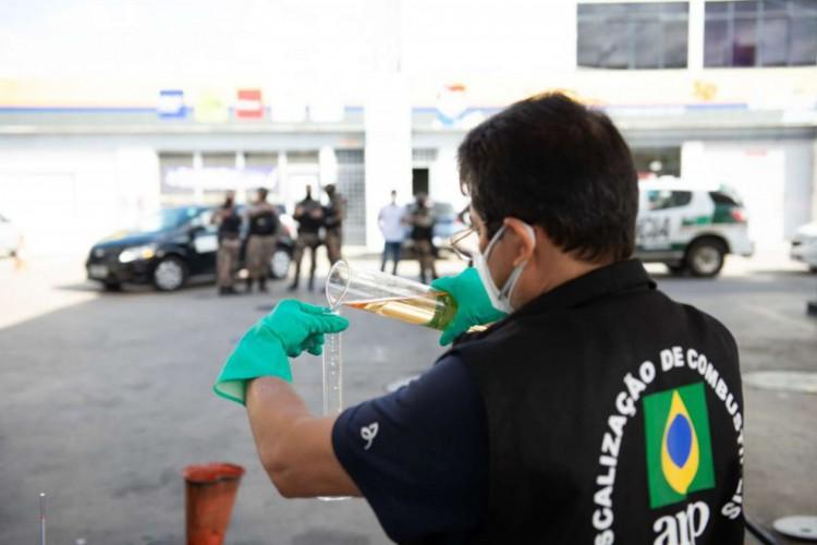 A Agência Nacional do Petróleo (ANP) foi um dos órgãos que participou da operação (Foto: Divulgação/SSPDS)