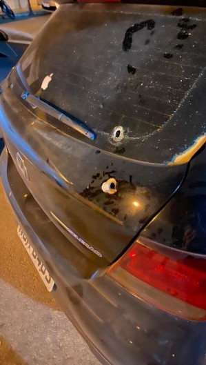 Carro baleado na região de Hidrolândia.  (Foto: Reprodução/WhatsApp O POVO)
