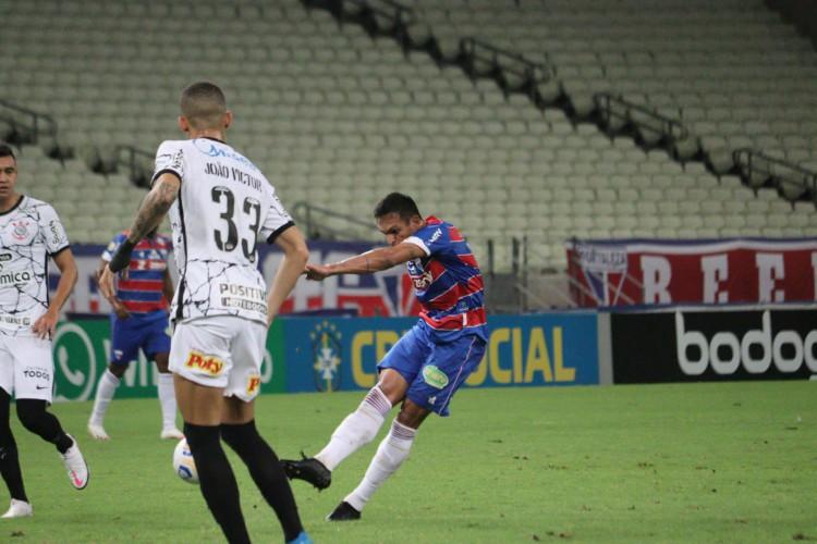 Robson foi o autor do golaço que deu a vitória ao Fortaleza sobre o Corinthians (Foto: Leonardo Moreira / Fortaleza EC)