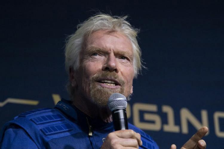 A empresa de Branson, Virgin Galatic, pretende iniciar os voos comerciais ao espaço em 2022. (Foto: Don Emmert, AFP)