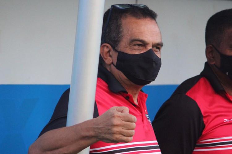 Técnico Francisco Diá no banco de reservas no jogo Paysandu x Ferroviário, na Curuzu, pela Série C 2021 (Foto: Lenilson Santos/Ferroviário)