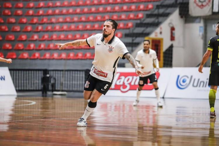Corinthians goleia o Santo André Intelli pela LNF: 5 a 2 (Foto: )