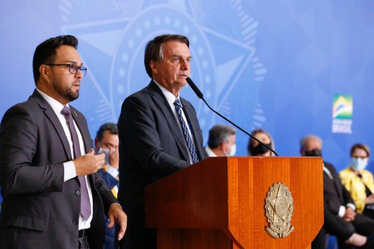 Bolsonaro critica Cuba: