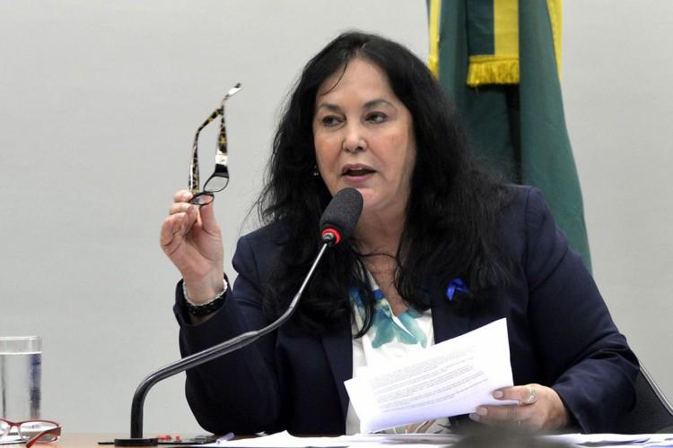 Brasília - Presidenta da CMO, senadora Rose de Freitas, durante votação do projeto (PLN 5/15) que autoriza o governo a fechar o ano de 2015 com déficit primário de até R$ 119,9 bilhões (Antonio Cruz/Agência Brasil) (Foto: Antonio Cruz/ Agência Brasil)