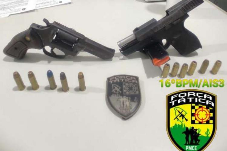 Dois jovens de 18 anos foram presos após divulgarem vídeos se exibindo com armas de fogo (Foto: Foto: Polícia Militar do Ceará)