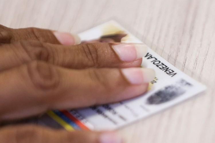 Refugiados venezuelanos são registrados na Polícia Federal de Boa Vista para emissão e regularização de documentos (Foto: Marcelo Camargo/Agência Brasil)
