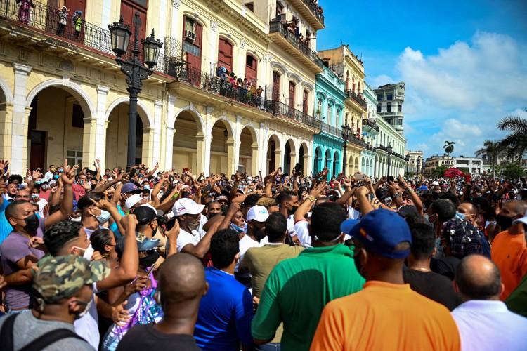 Protesto contra ditadura cubana em Havana, em 11 de julho de 2021 (Foto: YAMIL LAGE / AFP)