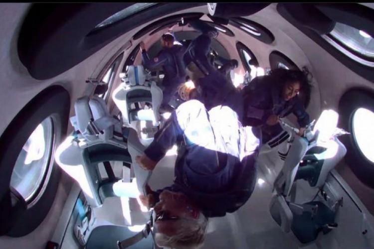 Bilionário Richard Branson em viagem espacial (Foto: Reprodução/Instagram)
