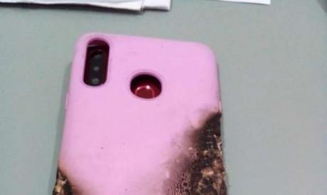 O celular da mulher foi encontrado em cima da cama