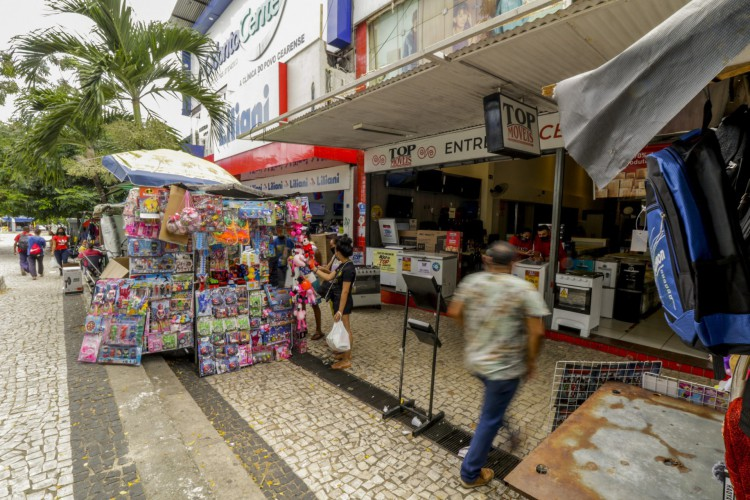 FORTALEZA, CE, BRASIL, 13.07.2021: Comércio de rua passou a funcionar a partir das 9 horas desde o dia 12 de julho. (Thais Mesquita/OPOVO) (Foto: Thais Mesquita)