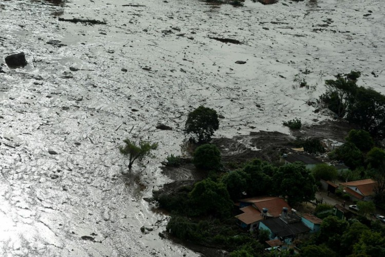 General view from above of a dam owned by Brazilian miner Vale SA that burst, in Brumadinho, Brazil January 25, 2019. REUTERS/Washington Alves (Foto: REUTERS/Washington Alves/Direitos Reservados)