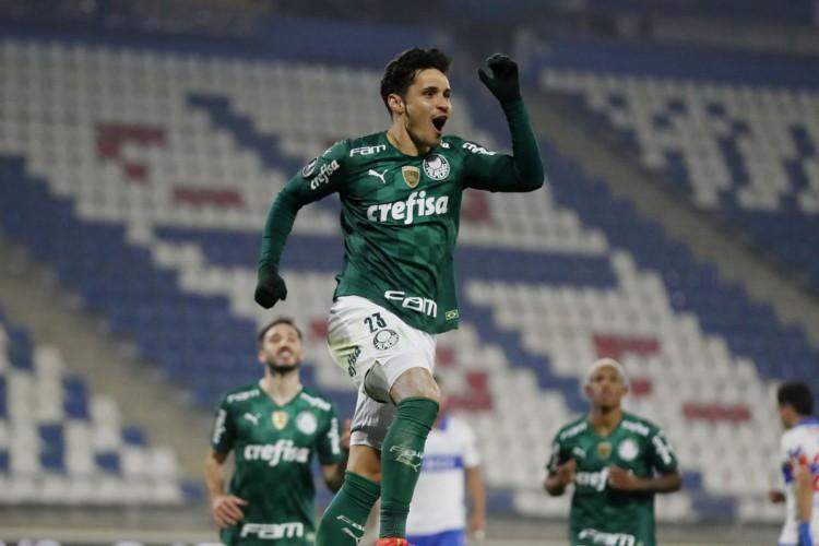 Com gol de Raphael Veiga, Palmeiras supera Universidad Católica (Foto: )