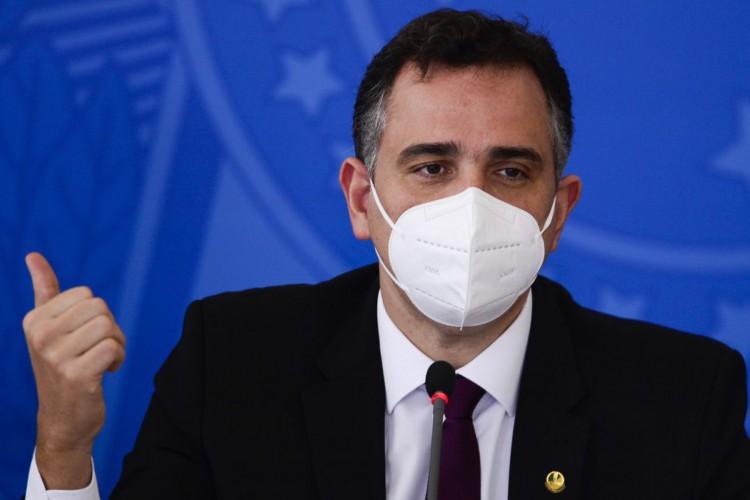 O presidente do Senado, Rodrigo Pacheco, durante entrevista coletiva após reunião do Comitê Nacional de Enfrentamento à Pandemia de Covid-19. (Foto: Marcelo Camargo/Agência Brasil)