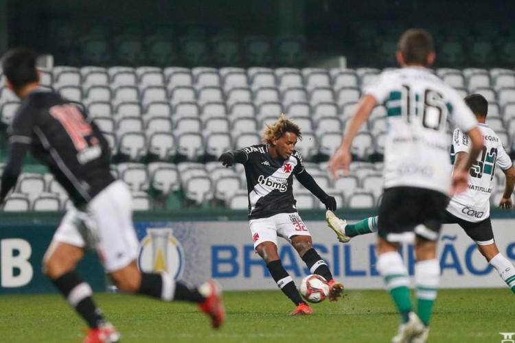 Série B: Vasco sai na frente, mas cede empate ao Coritiba (Foto: )