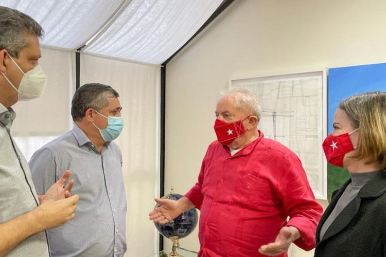 O ex-presidente Lula esteve com a presidente nacional do PT, Gleisi Hoffmann, e os vice-presidentes da legenda José Guimarães e Marcio Macedo (Foto: Reprodução)