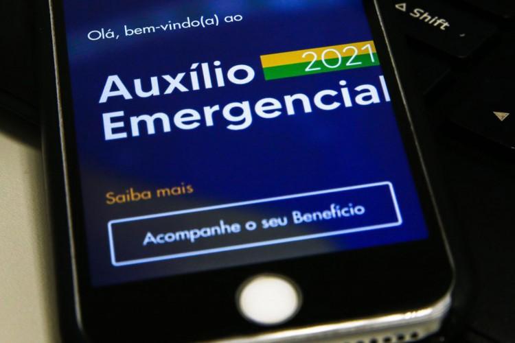 Calendário de pagamento e saque da 5ª, 6ª, 7ª parcela do auxílio emergencial de 2021 será enviado por WhatsApp para os beneficiários; saiba como irá funcionar (Foto: Marcello Casal Jr/Agência Brasil)