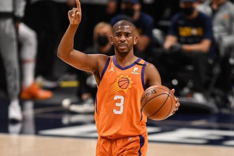 Chris Paul, armador do Phoenix Suns, que está na final da NBA e joga contra o Milwaukee Bucks hoje, sábado, 17 de julho. Saiba onde assistir ao vivo à partida (Foto: Dustin Bradford / AFP)