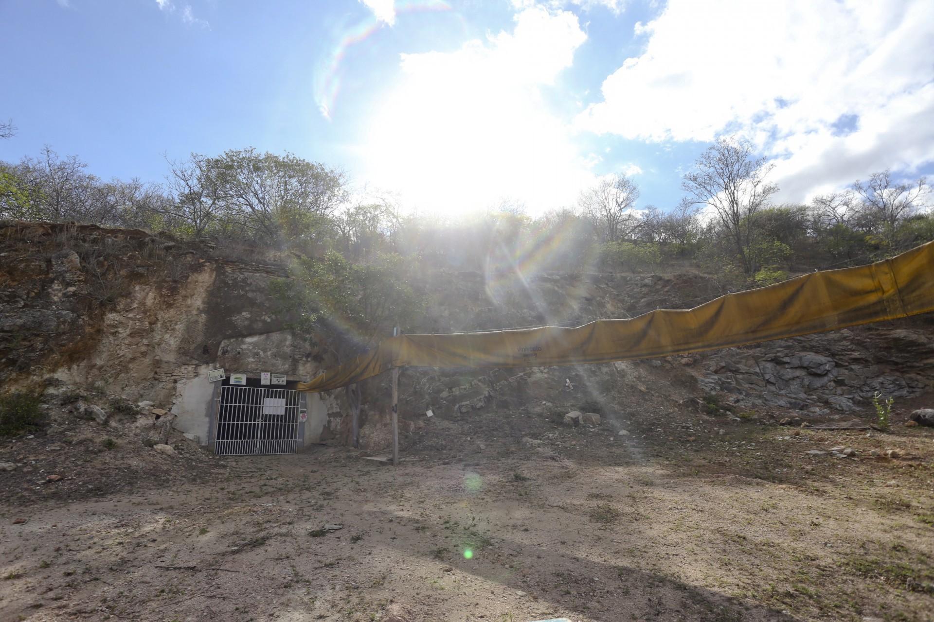 (Foto: O POVO)SANTA QUITÉRIA, CE, BRASIL, 20-07-2015: Entrada de mina de urânio e fosfato de Itataia. Mina de urânio (minério) em Santa Quitéria. (Foto: Fábio Lima/O POVO)