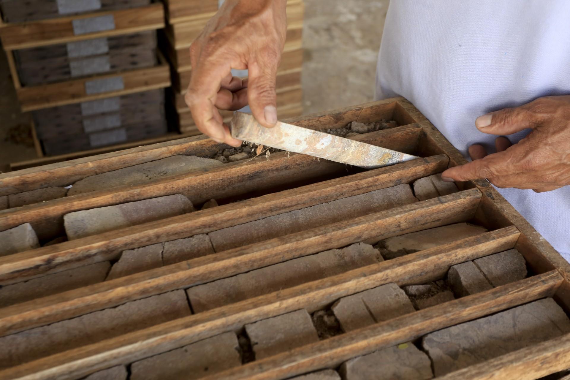(Foto: O POVO)SANTA QUITÉRIA, CE, BRASIL, 20-07-2015: Amostras de minérios no acampamento para trabalhadores da mina de urânio e fosfato de Itataia. Mina de urânio (minério) em Santa Quitéria. (Foto: Fábio Lima/O POVO)