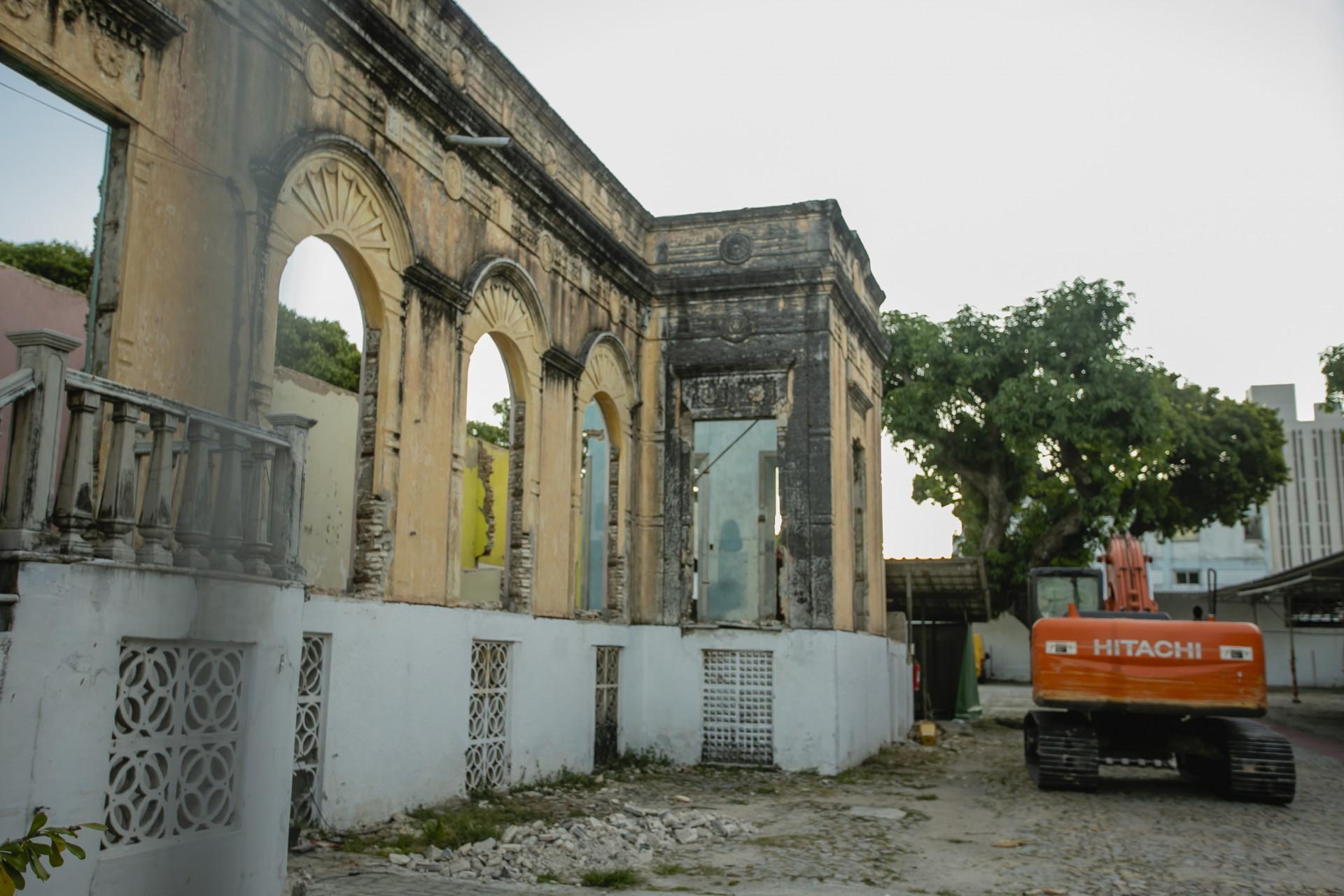 (Foto: Aurelio Alves)Demolição do Casarão dos Gondim, que estava em processo de tombamento. Foto tirada neste sábado, 17 de julho