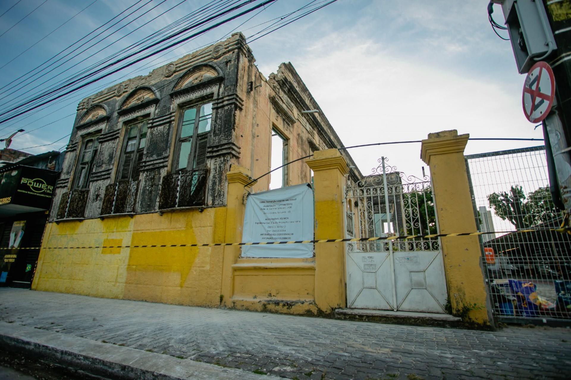 (Foto: Foto: Aurélio Alves)Demolição do Casarão dos Gondim, que estava em processo de tombamento. Foto tirada neste sábado, 17 de julho