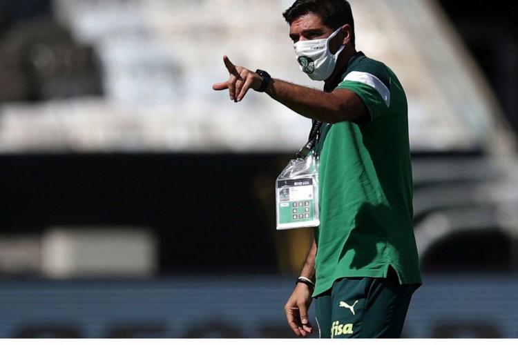 Técnico do Palmeiras, Abel Ferreira, durante treino no Maracanã antes da final da Libertadores contra o Santos.29/01/2021 Ricardo Moraes/Pool via REUTERS (Foto: Reuters/Ricardo Moraes/Direitos reservados)
