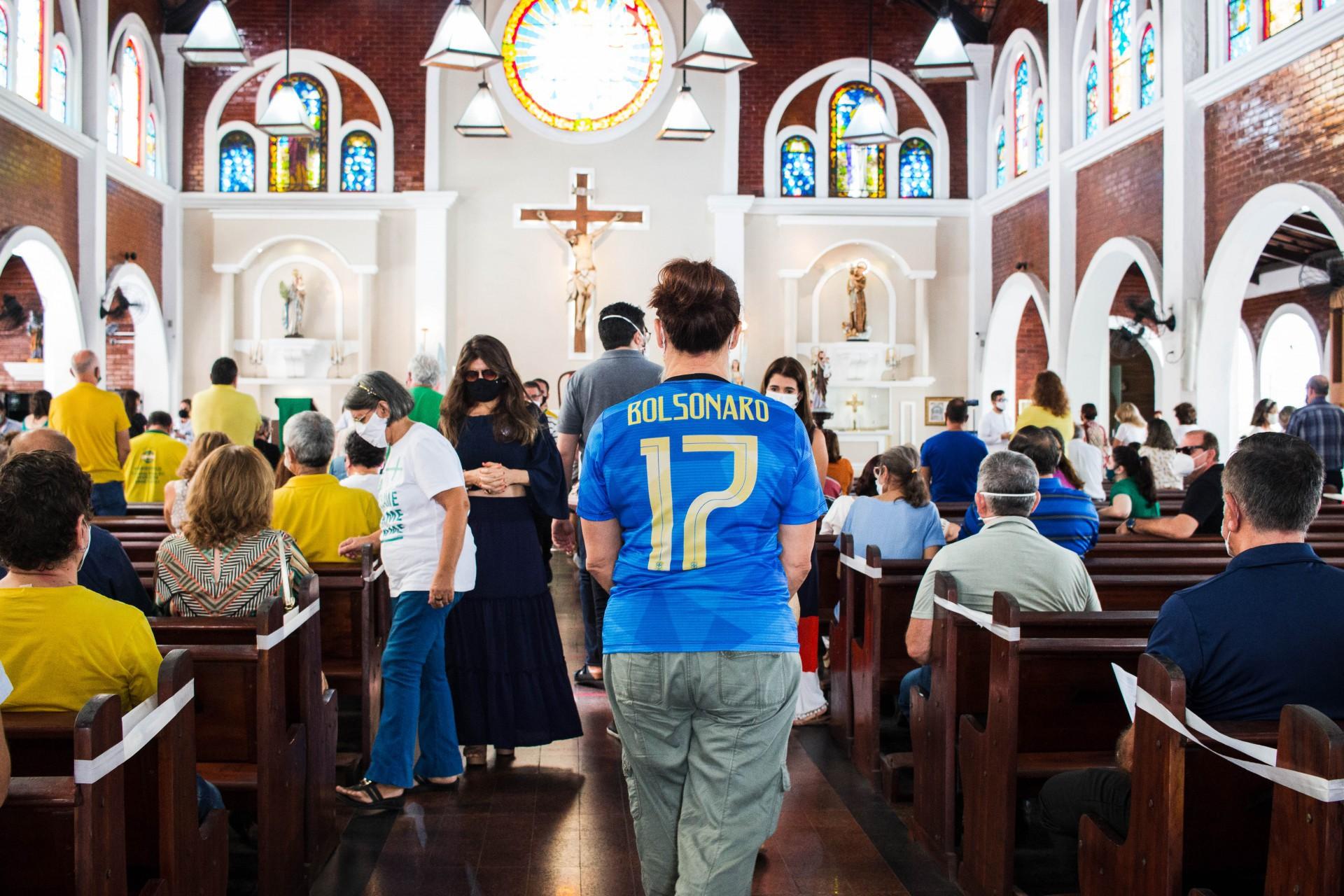 Bolsonaristas lotaram Paróquia da Paz e fizeram críticas ao padre Lino(Foto: Fernanda Barros)