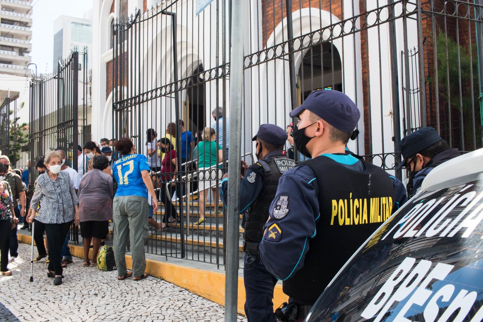 Apoiadores do presidente Jair Bolsonaro lotaram a Igreja da Paz neste domingo. Padre Lino foi afastado de maneira preventiva (Foto: Fernanda Barros)